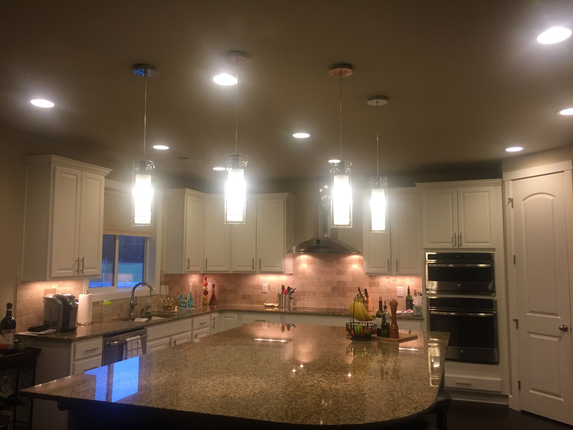 under cabinet lights, beautiful kitchen lights, pendant lights, recessed lighting, granite counter tops, kitchen island, white cabinets, huge kitchen, big kitchen